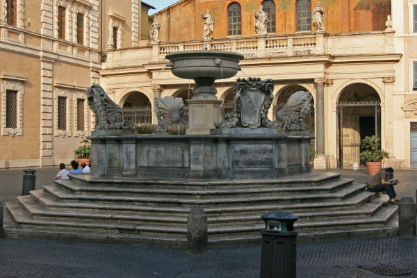 5 Santa_Maria_in_Trastevere_fountain